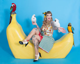 Banana PinUp in Studio