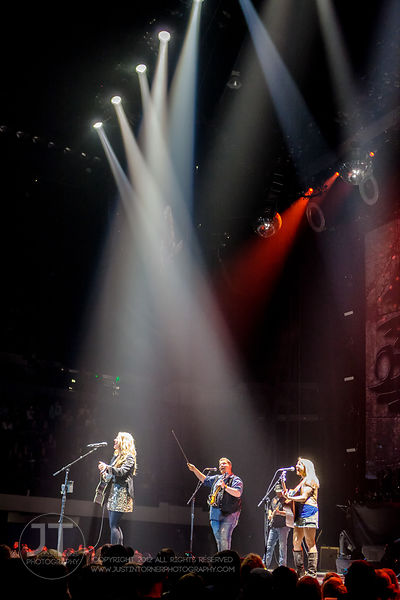 Hoopla - Sunny Sweeney, US Cellular Center, March 14, 2015