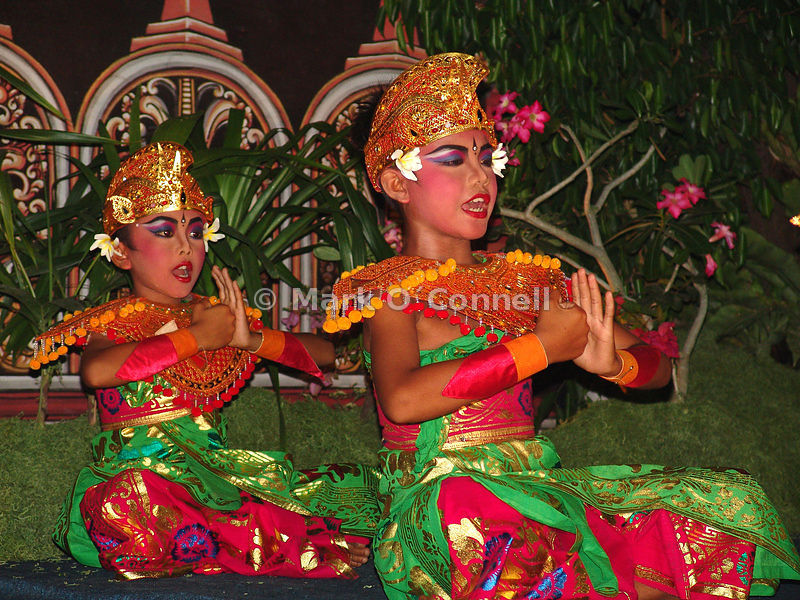 Two girl dancers