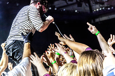 Yannis Philippakis in the crowd, Foals