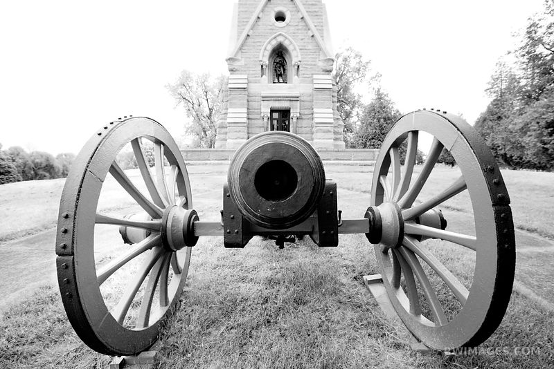CANNON SARATOGA MONUMENT SARATOGA NATIONAL HISTORICAL PARK NEW YORK BLACK AND WHITE