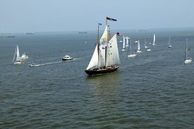 ships_sailing_into_harborfest