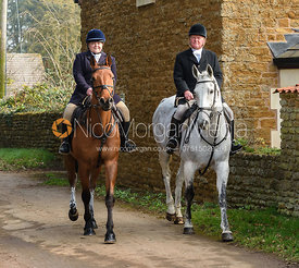 Arriving at the meet. The Belvoir Hunt at Springfield Farm 23/2