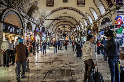 Walking through the Grand Bazaar, Istanbul