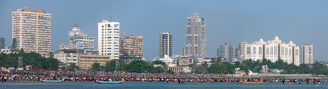 A crowd of more than 100,000 people pray on Chowpatty beach during the Ganesh Chaturthi festival in Mumbai, India
