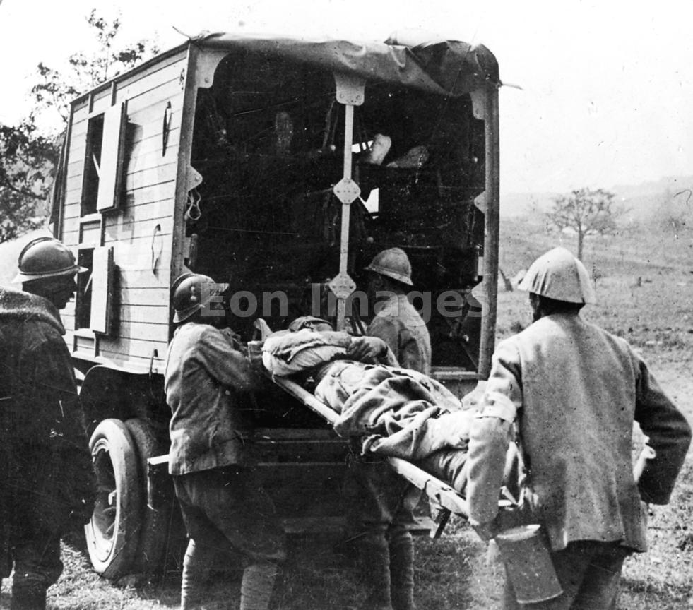 Transport of wounded from the Somme during WWI