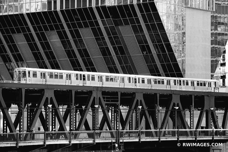 CHICAGO EL CHICAGO ELEVATED TRAIN CHICAGO ILLINOIS BLACK AND WHITE