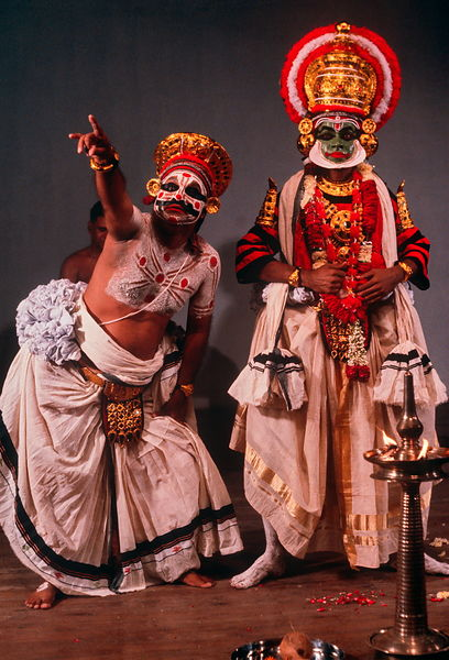 Kudiattam mime dancers