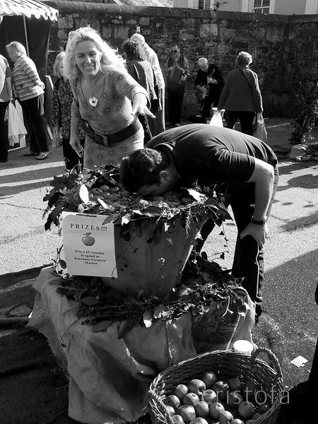 'bobbing for apples' on Apple Day