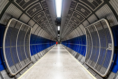 R2-D2's red dot on the loose: a space odyssey - London bridge tube station