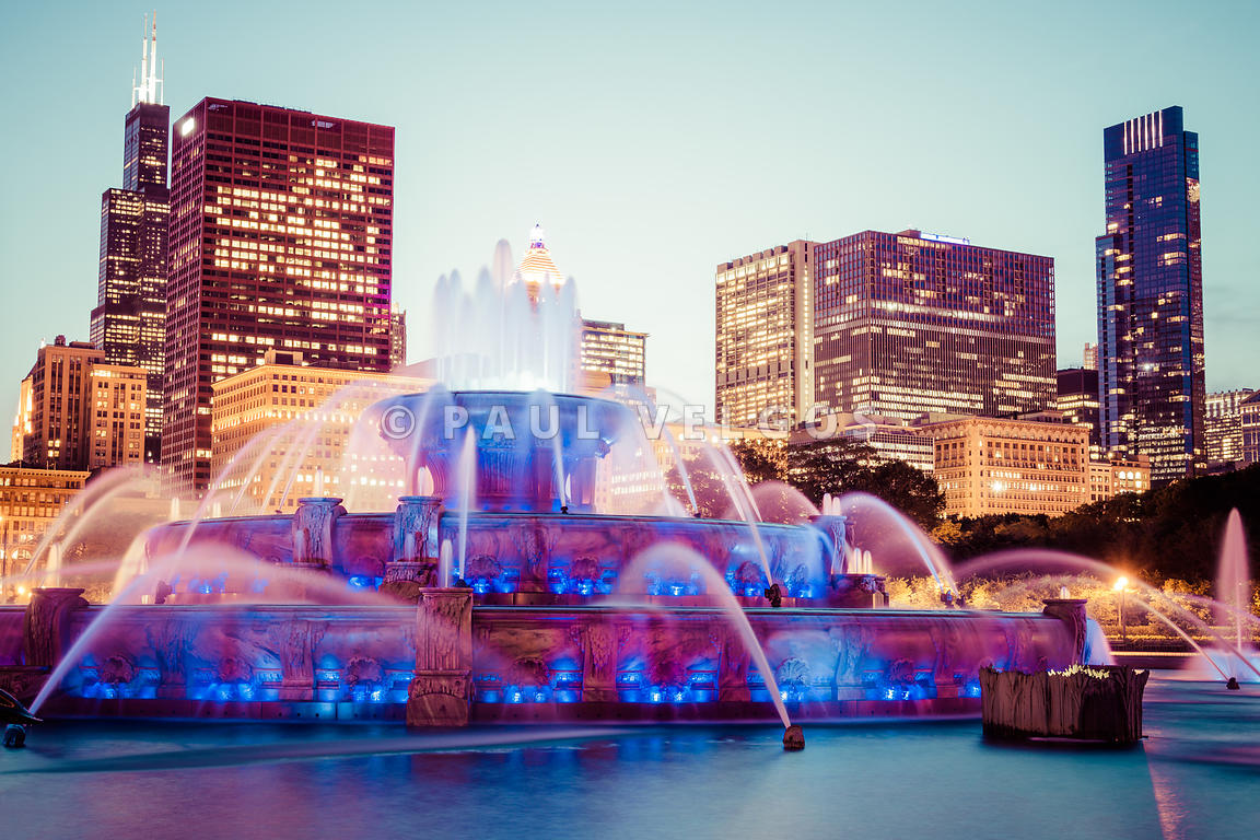 Buckingham Fountain and Chicago Skyline at Night
