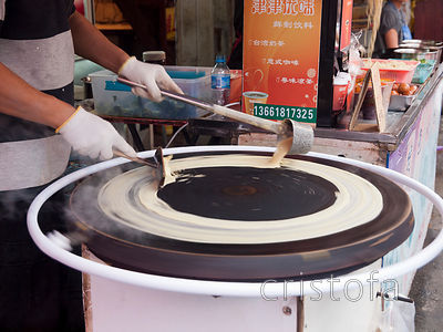 a fast-rotating hotplate produces very thin crisp crepe