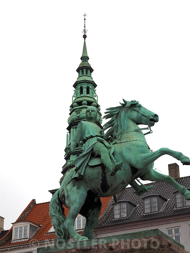 Equestrian statue of Absalon
