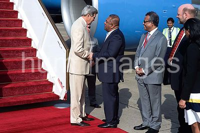 Sri Lankan Foreign Minister Samaraweera Greets Secretary Kerry As He Arrives in Colombo