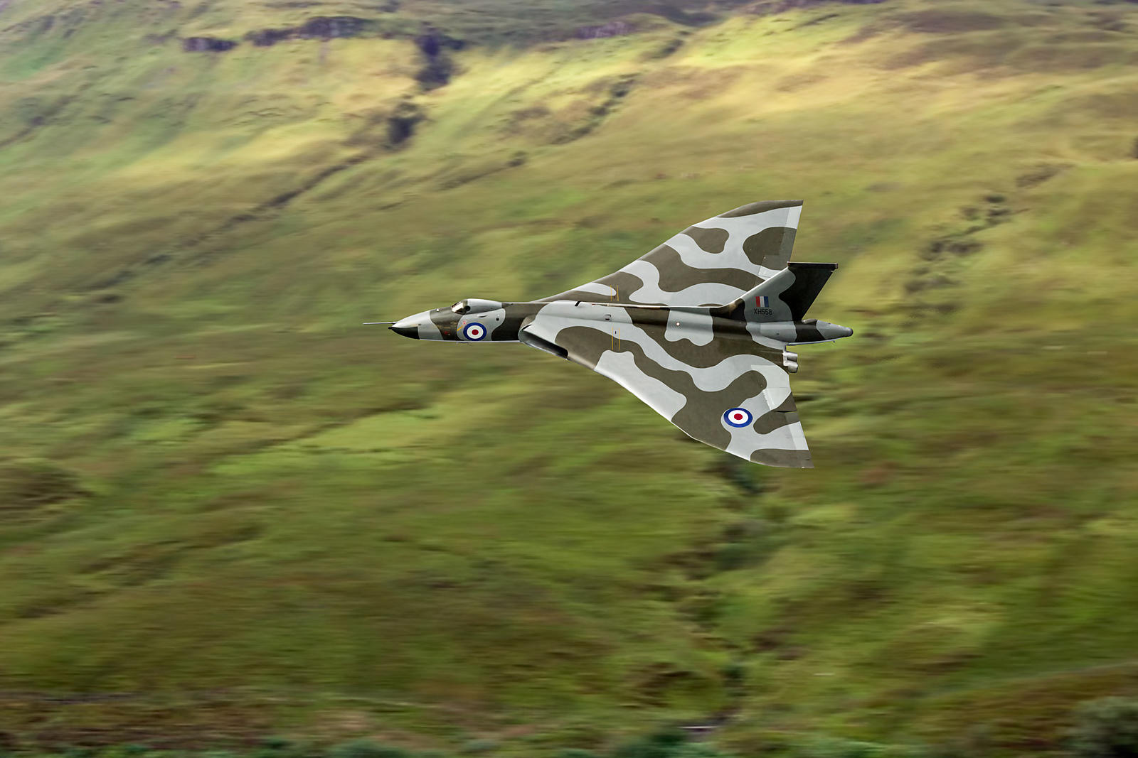 Vulcan B2 low-level against hillside