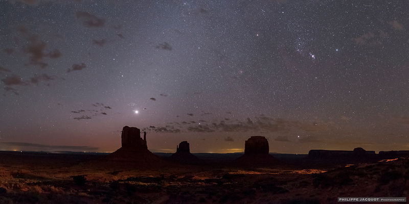 Zodiacal light - Monument Valley - Utah
