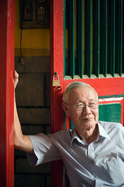 An old man at the Hoi Quan On Pagoda