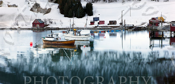 Fishing_boats_in_harbour-2