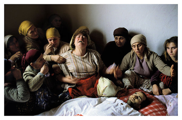 Veillée Funèbre de Nasimi Elshani, Nagavc, Kosovo. World press picture of the year 1991.