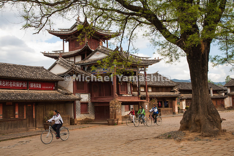 The Bai town of Shaxi in Yunnan Province is one of the most intact caravan towns on the Chamagudao, where a former tea admini...