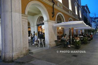 Umberto I - Lounge Bar | Serata in musica con Penny Lane | Foto High Res