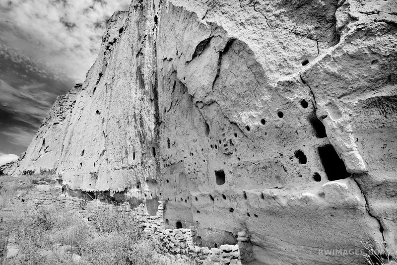 CLIFF DWELLINGS BANDELIER NATIONAL MONUMENT NEW MEXICO BLACK AND WHITE