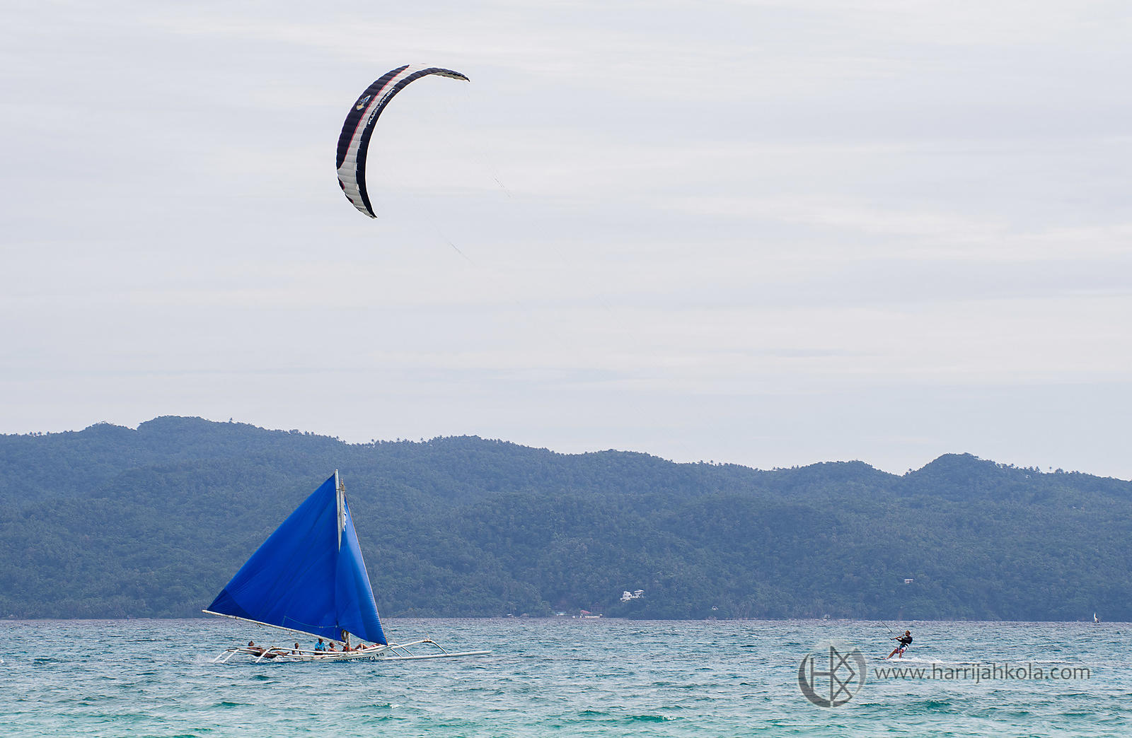 Philippines - Boracay (Paraw and Kitesurfer)