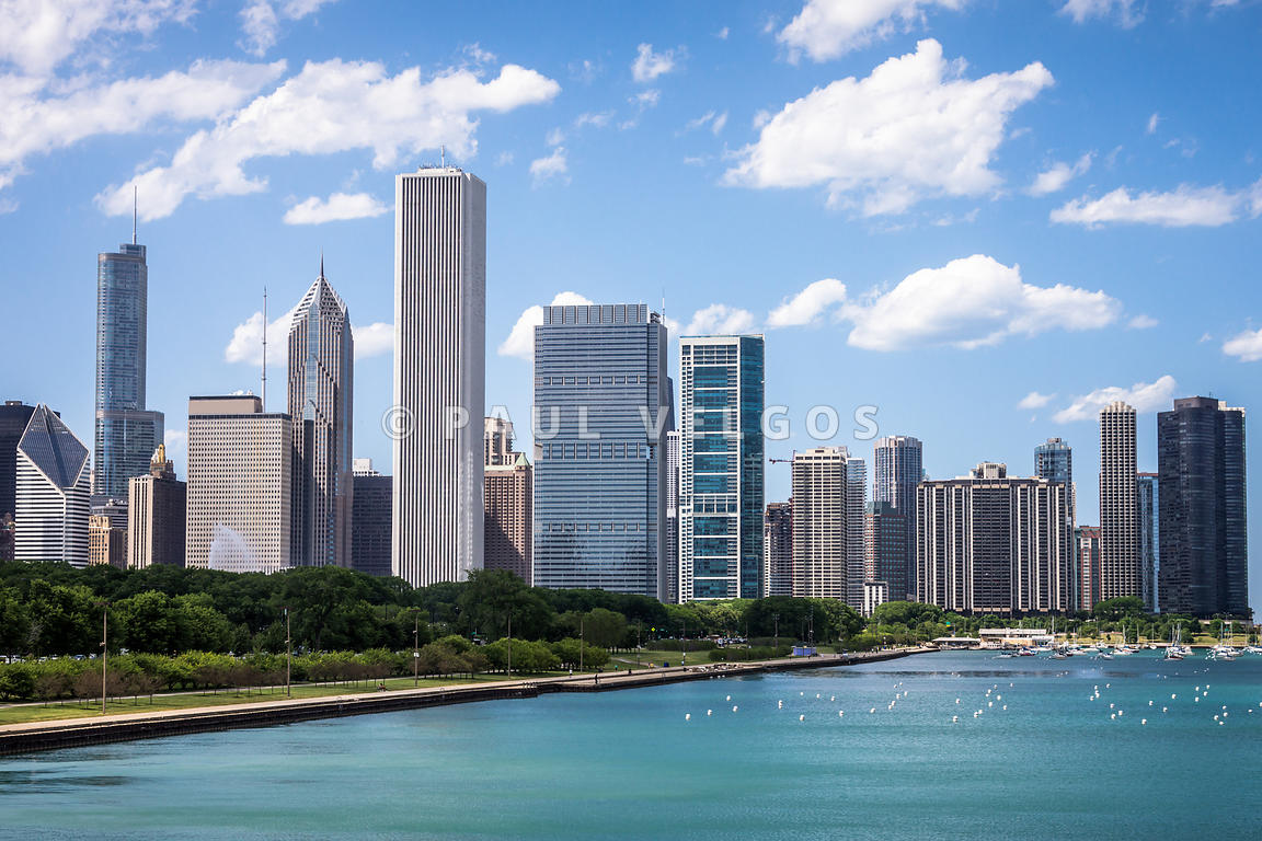 Hi-Res Picture of Chicago Skyline and Lake Michigan