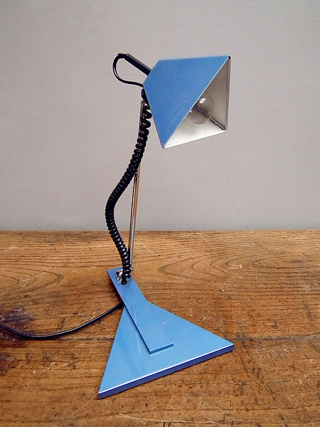 blue_triangular_table_light_detail2