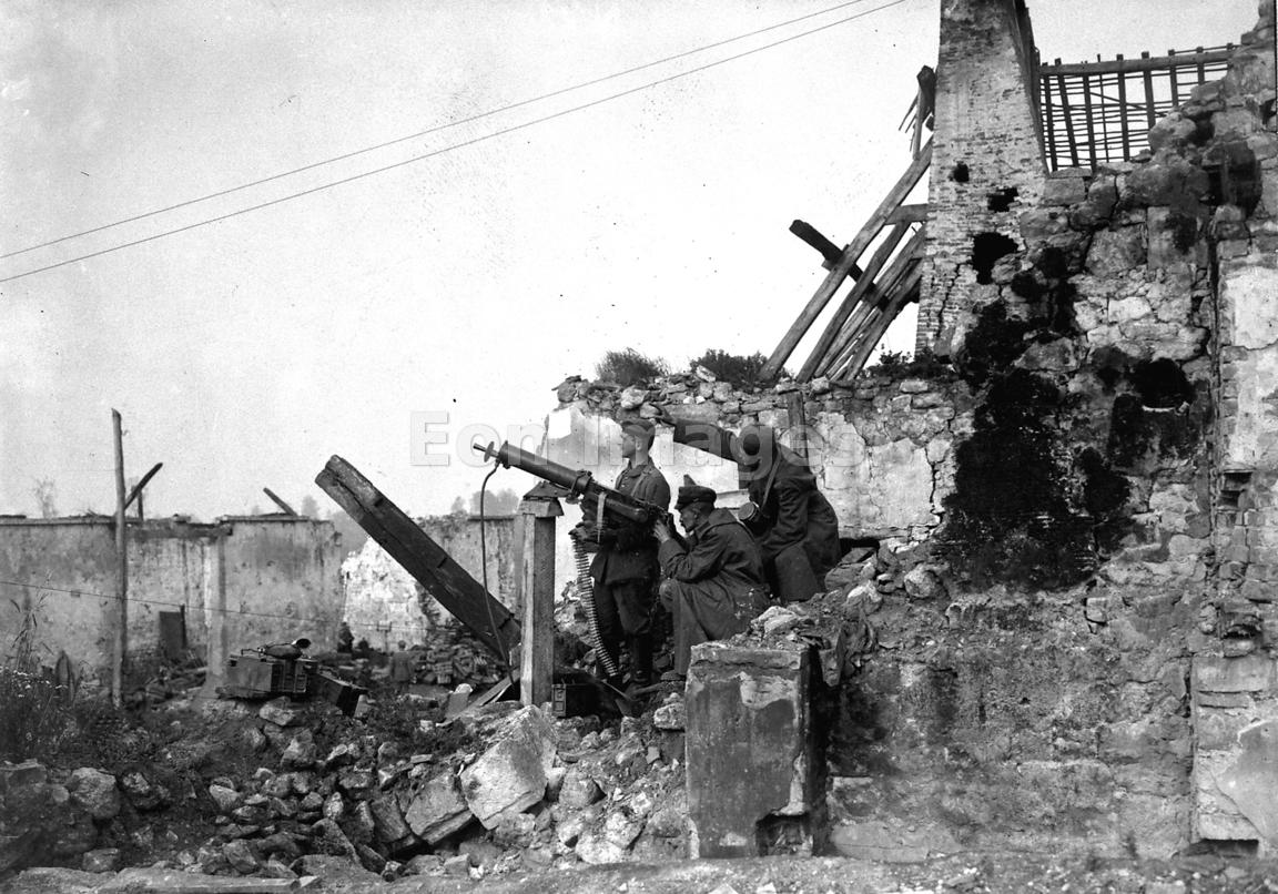 Machine guns readied for antiaircraft measures during WWI