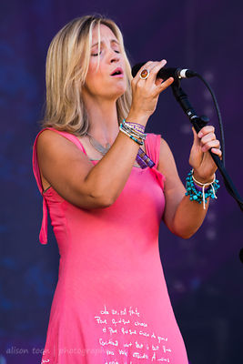 Cara Dillon at Cropredy, 2014