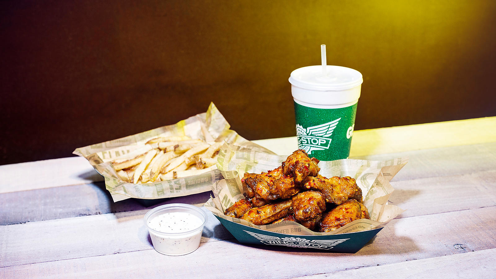 Wingstop_ChickenWings_BBQWings_FrenchFries_BrandPhotography_SamanthaLeviPhotography