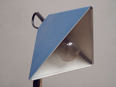 blue_triangular_table_light_detail