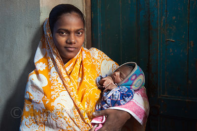 Portrait of a woman and her infant daughter in the Fakir Bagan area of Howrah, India