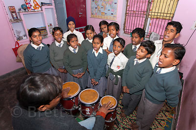Students singing at a school in Varanasi, India operated by Dutch NGO Duniya (duniya.org)