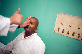 india - Ghaziabad - Doctor Rajendra Trishal examines a patient