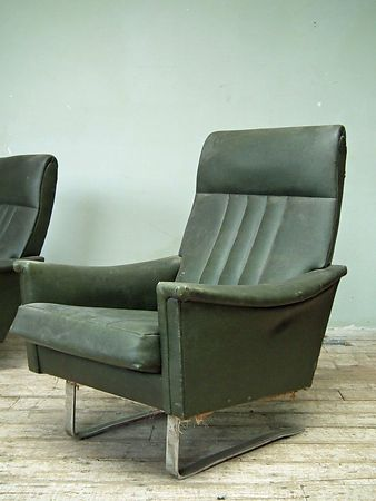 pair_sprung_chairs_detail