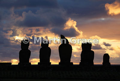 The five Vai Uri (Dark Water) moai at sunset, Tahai complex, Rapa Nui (Isla de Pascua, Easter Island)