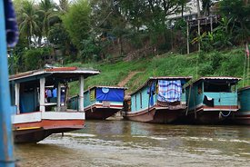 Houseboats with laundry drying on the back