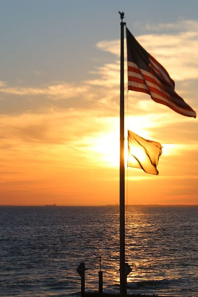 flag_sunset_water