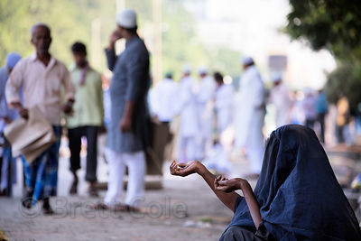 A muslim woman begs during Eid al-Adha, Maidan, Kolkata, India