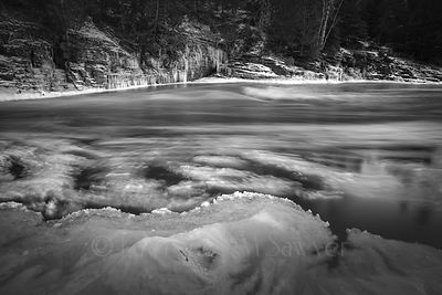 Pigeon_River_in_Monochrome