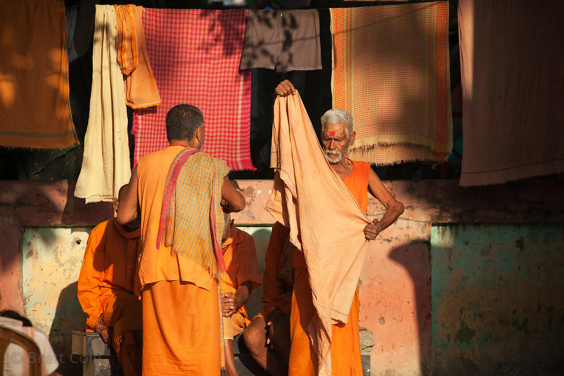 HIndus at a temple along Strand Bank Road on the Ganges River, Kolkata, India.