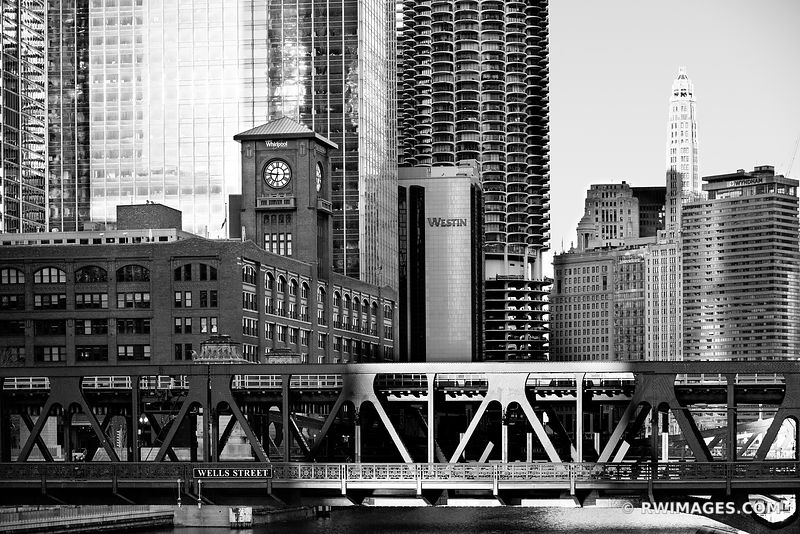 WELLS STREET BRIDGE CHICAGO RIVER CHICAGO ILLINOIS BLACK AND WHITE