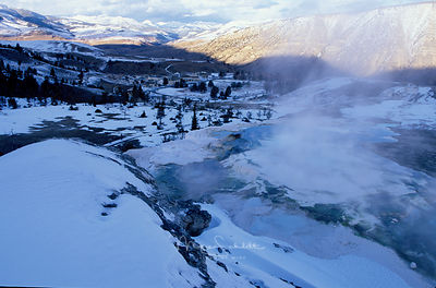 yellowstone_hot_springs_down