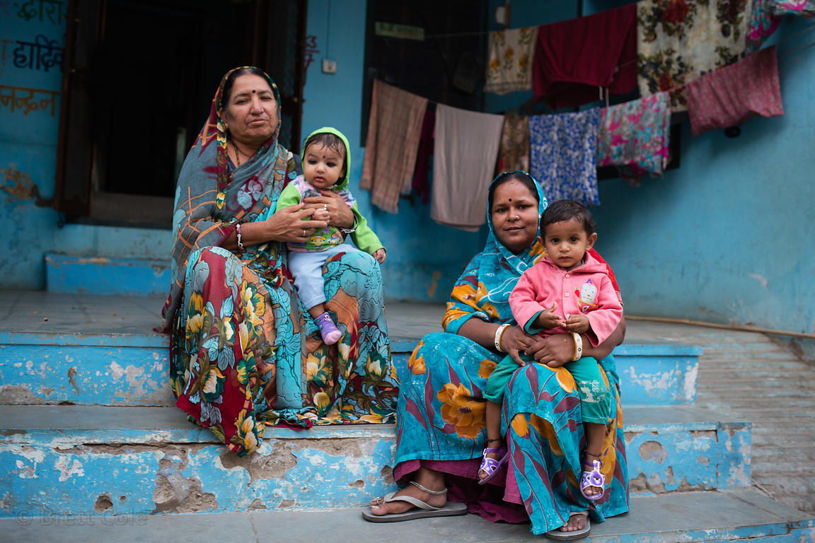 Famillies in blue, Pushkar, Rajasthan, India