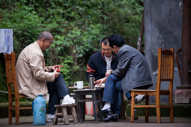 Mean playing cards and drinking tea, near Giant Buddha of Leshan, Sichuan, China.
