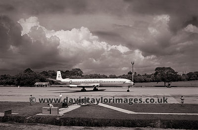 Great way to arrive | Comet C4 XR395 | RAF Changi July 1962