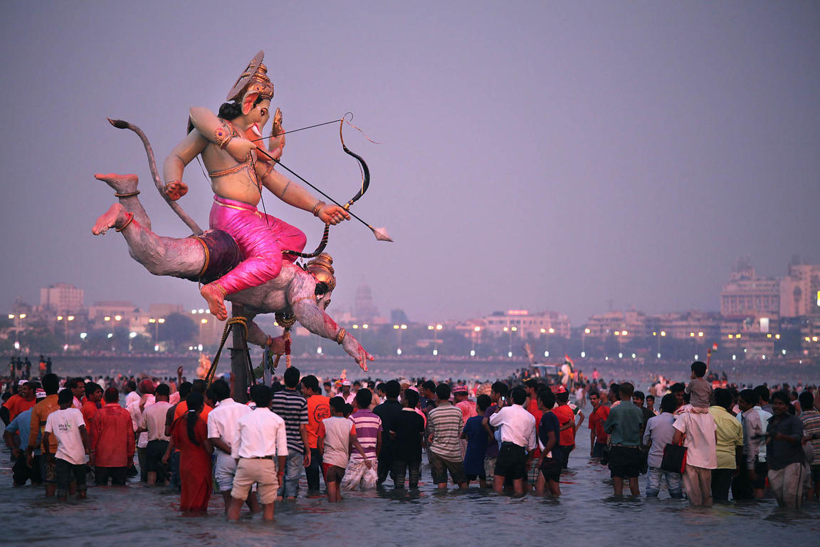 Mumbai, Plage de Chowpatty: Immersion des statues