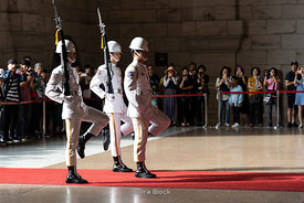 Changing of the honor guards at the Chiang Kaii Shek memorial in Taipei, Taiwan